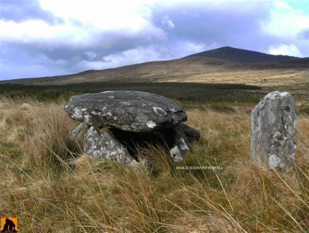 BALLYHONEEN WEDGE TOMB, COUNTY KERRY